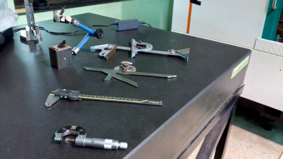 Measuring_Tools_Turning_and_Machine_shop.jpg