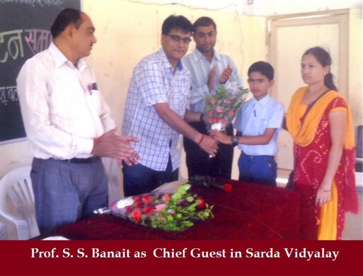 Prof._S_._S_._Banait_as_Chief_Guest_in_Sarda_Vidyalay_.jpg