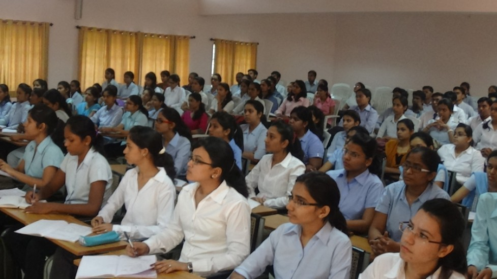 Students attaending the Pre-Placement Talk of Campus Intervew